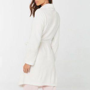 NWT Soft Cozy White Fleece Bathrobe